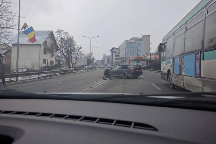 Accident cu cinci victime pe Calea Turzii! Șoferul unui Jeep a făcut ravagii FOTO