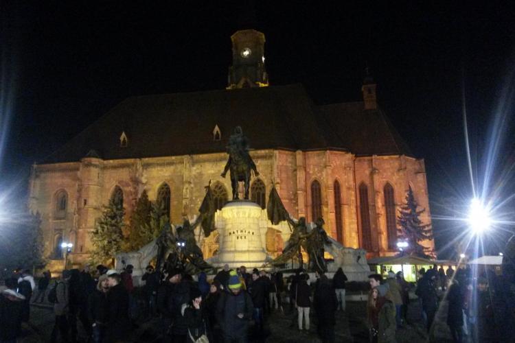 """Protest spontan în Piața Unirii! Tinerii au ieșit în stradă împotriva modificării Codurilor Penale """"pe furiș"""" - VIDEO"""