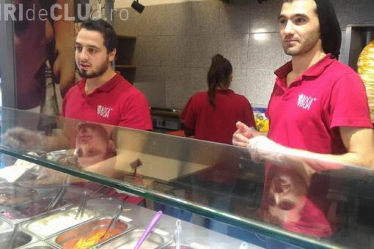 O shaormerie din Cluj a angajat refugiați sirieni. La Cluj nu se mai găsește forță de muncă