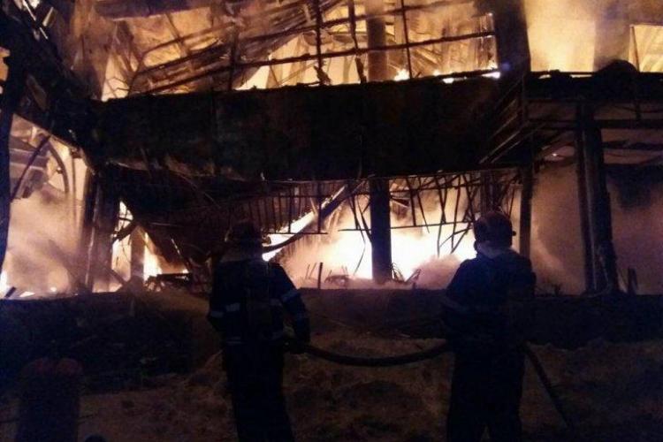 Incendiu la clubul BAMBOO din București. Zeci de răniți - FOTO
