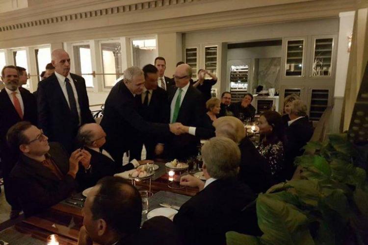 Liviu Dragnea a dat mâna cu Trump și a discutat cu președintele ales - FOTO