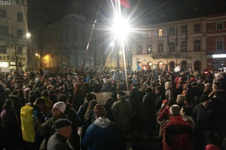 UPDATE Ziua cinci de proteste la Cluj! 40.000 de clujeni participă la manifestații FOTO/VIDEO