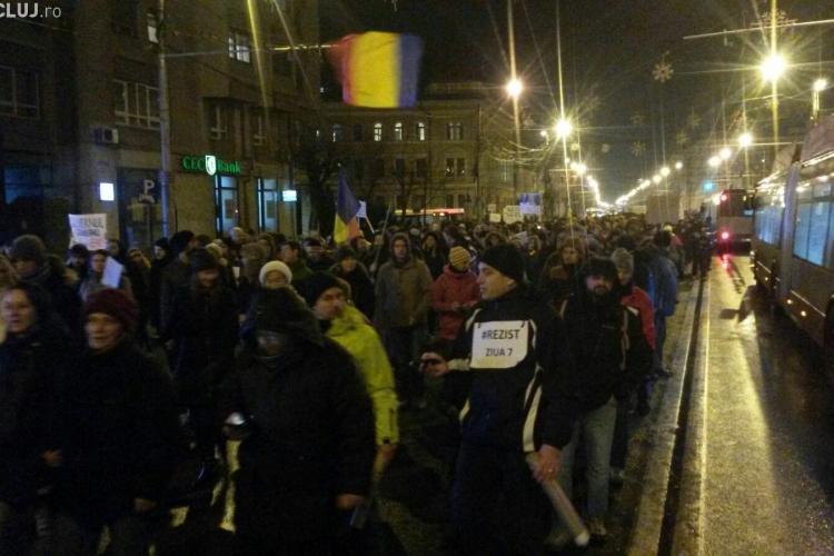 Mesaj IMPORTANT pentru protestatarii din Piața Unirii. Nu ARUNCAȚI pancartele