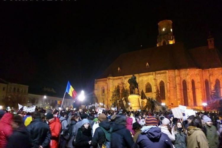 UPDATE A patra zi de proteste la Cluj! Aproximativ 30.000 de oameni mărșăluiesc în oraș FOTO/VIDEO
