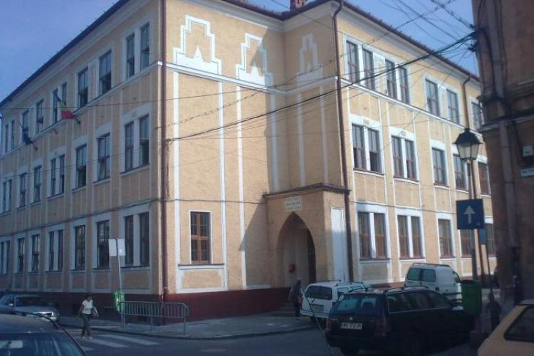 Cluj: Părinții de la liceul Apáczai acuză Inspectoratul Școlar că îi discriminează pe elevii maghiari