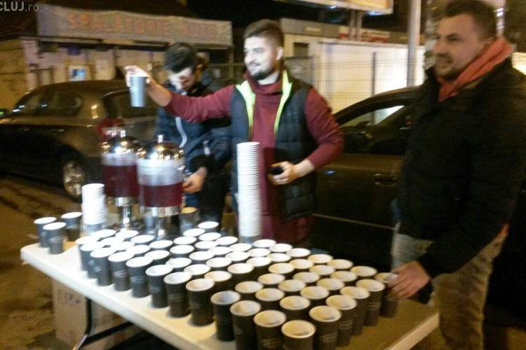 Protestatarii clujeni au fost așteptați cu pizza și ceai cald în Mărăști VIDEO