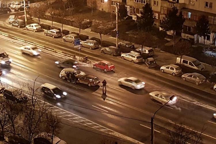 """Accident pe Calea Manastur. Un """"profesionist"""" a făcut o românească - FOTO"""