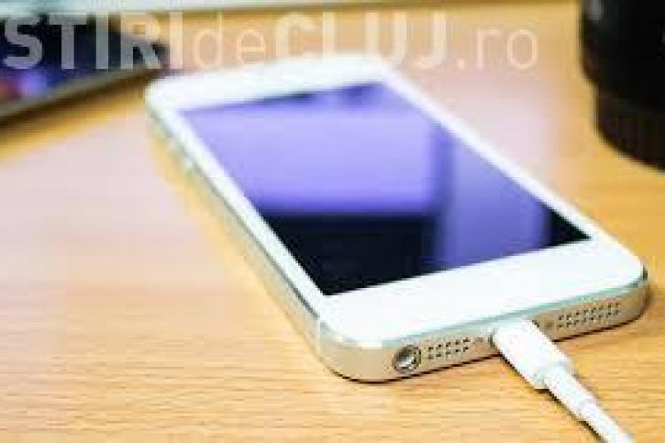 Un bărbat a fost găsit mort după ce și-a pus iPhone-ul la încărcat. Ce a încercat să facă