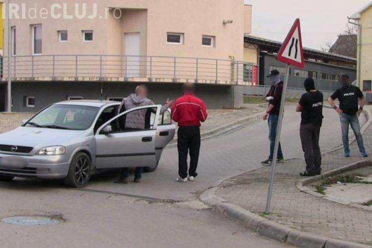 CLUJ: Traficant de droguri prins în flagrant la Dej. Voia să vândă substanțe interzise unor adolescenți VIDEO