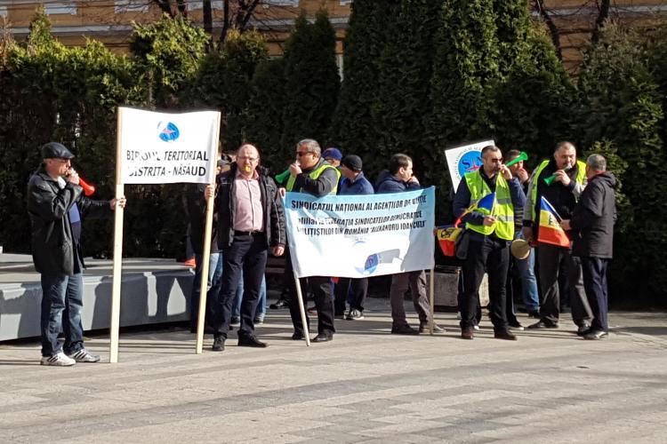Polițiștii protestează la Cluj-Napoca pentru salarii mai mari - VIDEO