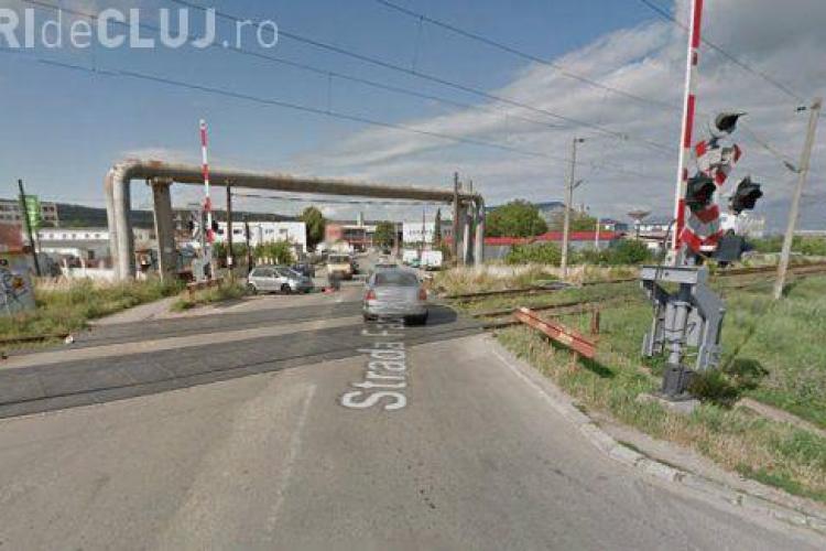 Incident în trafic la Cluj. S-au ridicat barierele de la calea ferată în timp ce trecea trenul VIDEO