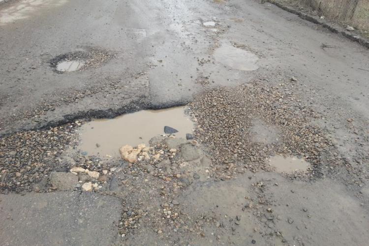 Primăria Cluj-Napoca plătește despăgubiri şoferilor care şi-au stricat maşinile în gropi