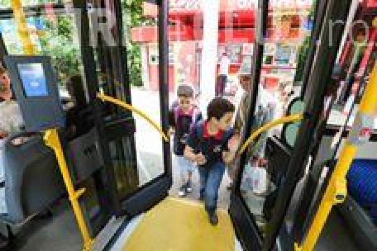 Elevii clujeni merg gratis cu mijloacele de transport în comun. Care sunt condițiile pentru a beneficia de gratuitate