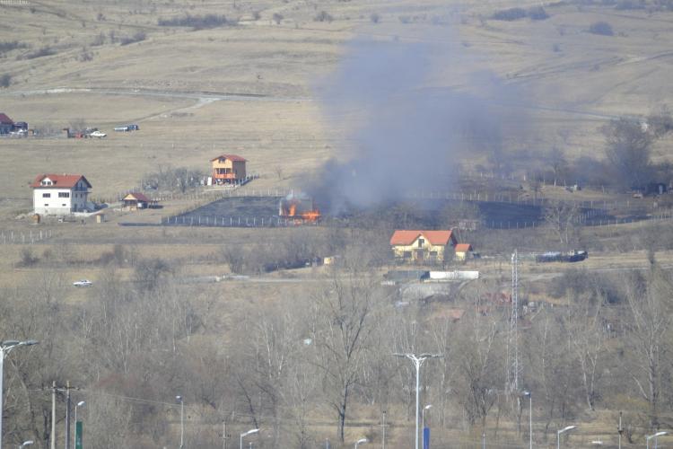 Incendiu lângă VIVO, în Florești. O casă a luat foc - FOTO