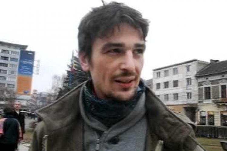Deputatul USR Cluj, Adrian Dohotaru: Am mâncat sărățelele găsite în coșul de gunoi, în clădirea Parlamentului