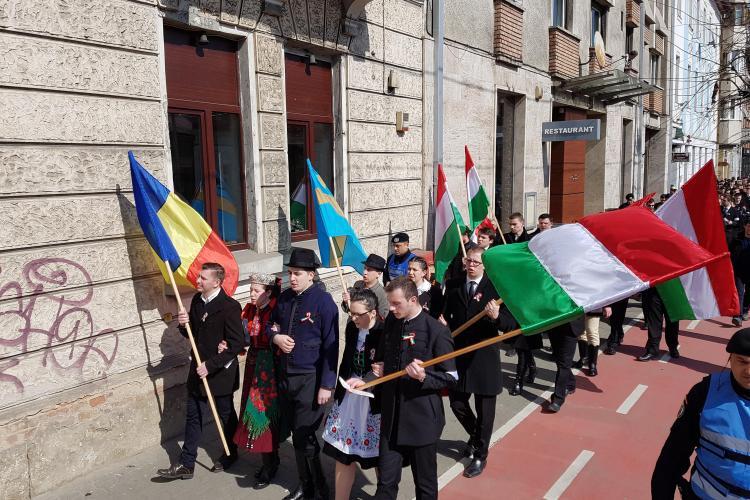 Liderii UDMR și PPMT acuză Jandarmeria de abuz: Steagul Transilvaniei este ilegal?