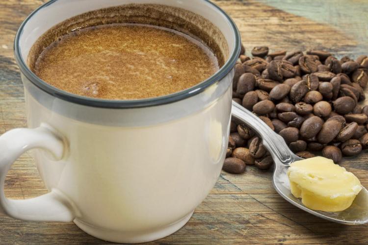 De ce adaugă unii unt în cafea