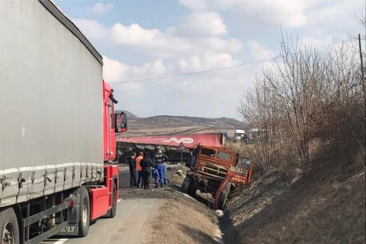 Accident între localitățile Căpuș și Dumbrava. Un TIR blochează drumul - FOTO