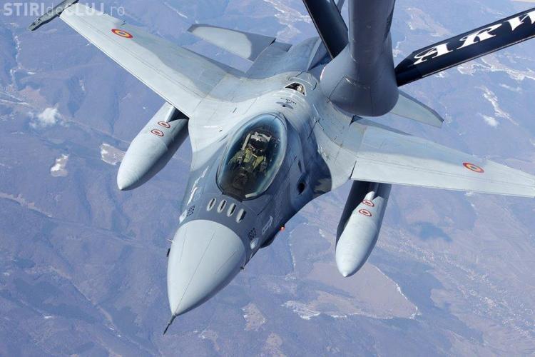 FOTO - Avioanele F-16 pilotate de români, prima realimentare în zbor deasupra teritoriului ţării