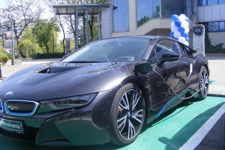 La Univers T a fost inaugurată o staţie de încărcare a autovehiculelor electrice - FOTO