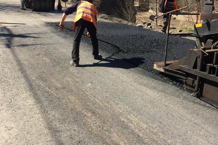 Cluj: Lucrări de asfaltare pe drumul judeţean DJ 107N Someşu Rece - Gura Râşca
