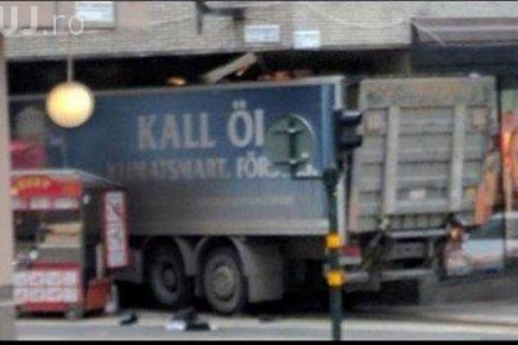 Un nou atac terorist în Europa! Un camion a intrat în mulțime, la Stockholm