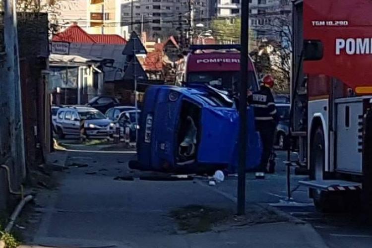 Accident pe varianta Zorilor - Mănăștur. S-a răsturnat! Siguranța pietonilor e ZERO în acea zonă - FOTO