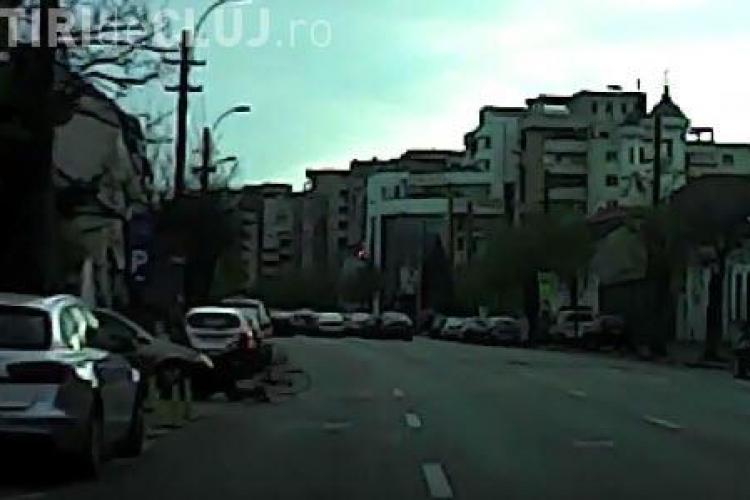 Biciclist luat pe capotă în Cluj-Napoca - VIDEO