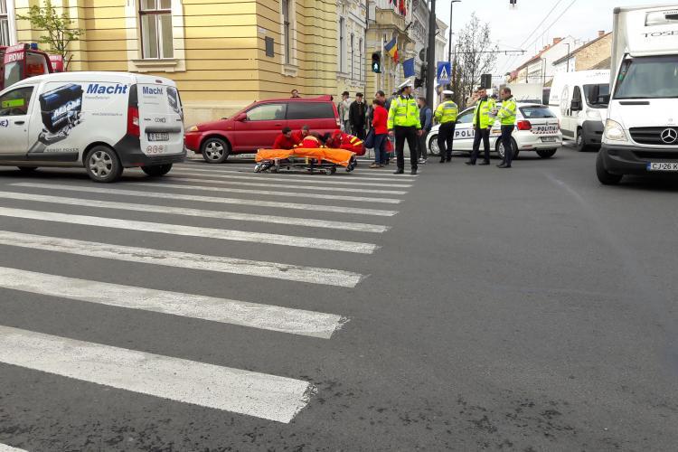 Accident grav în fața Primăriei Cluj-Napoca. Un pieton a fost lovit chiar pe trecere FOTO