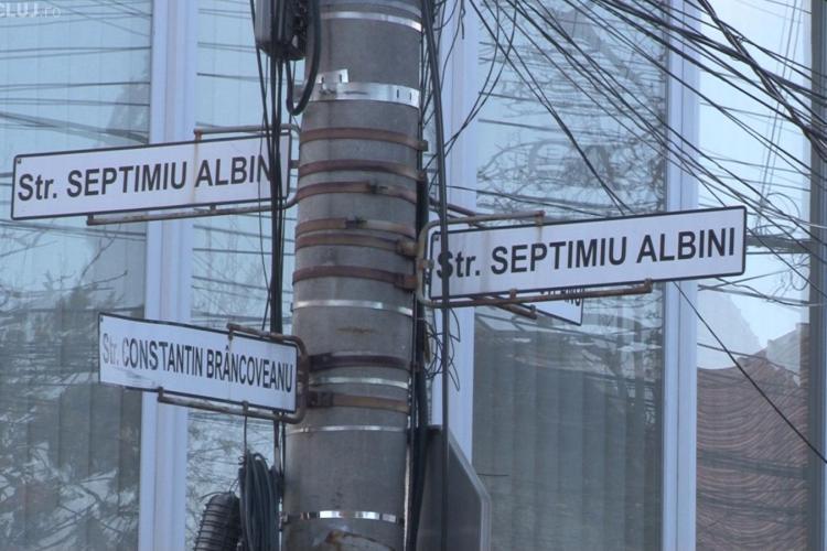 Strada Albini este blocată în fiecare dimineață de mașini