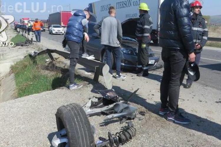 Accident rutier pe un drum din Cluj. Două mașini s-au făcut praf FOTO