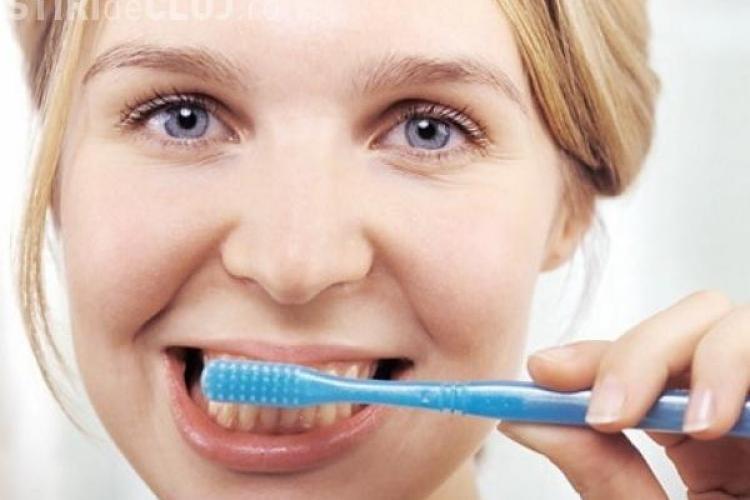 Ce greșeală facem când ne spălăm pe dinți. Medicii atrag atenția