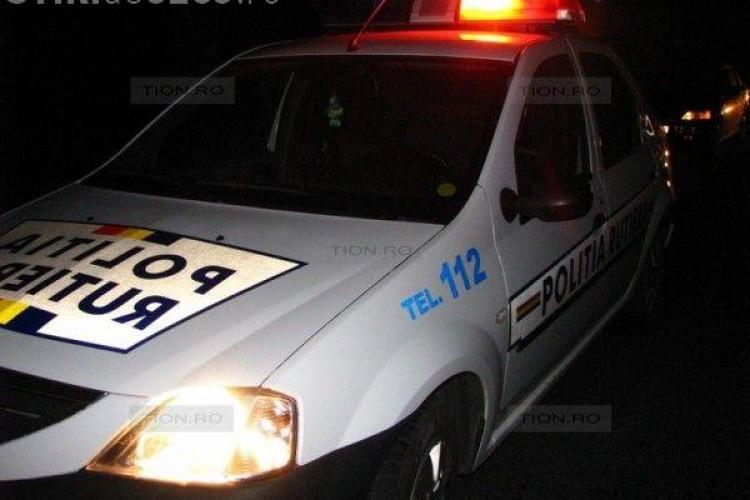Frica de Poliție l-a costat pe un clujean! Un șofer beat la volan a fugit de poliție și a căzut cu mașina de la 2 metri înălțime