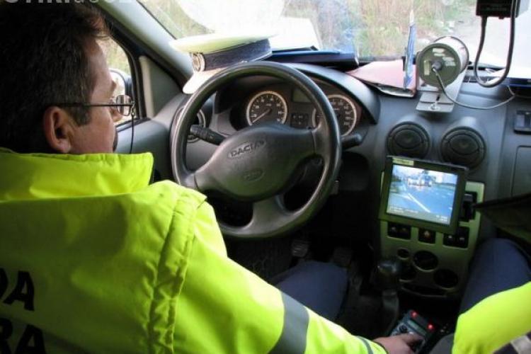 Șofer clujean prins gonind cu viteză pe Autostrada Transilvania. A fost amendat și lăsat fără permis