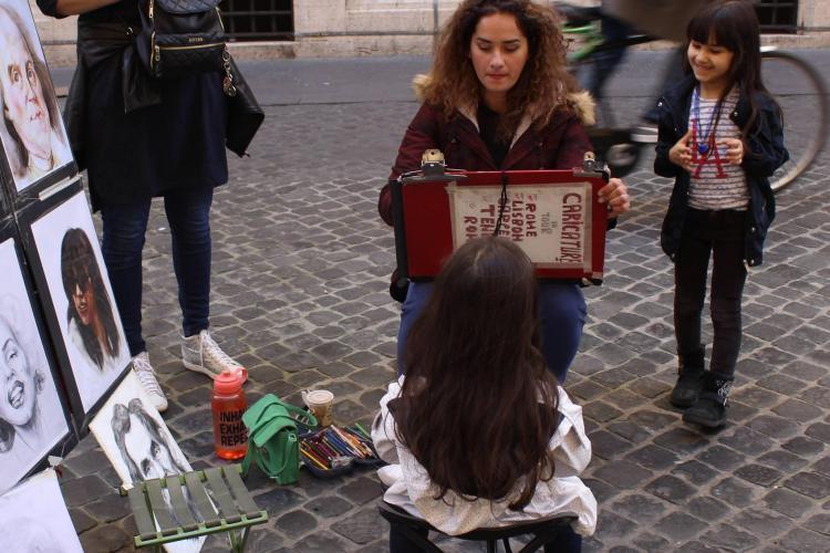 Povestea unei artiste din Ardeal care reușit în Italia. Roxana vrea ca toți să citească și să aibă CURAJ - FOTO