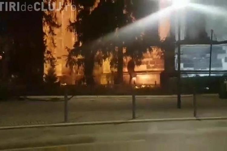 Necivilizație la Cluj: Isi făceau treburile domnii direct pe biserica din Unirii ...- VIDEO