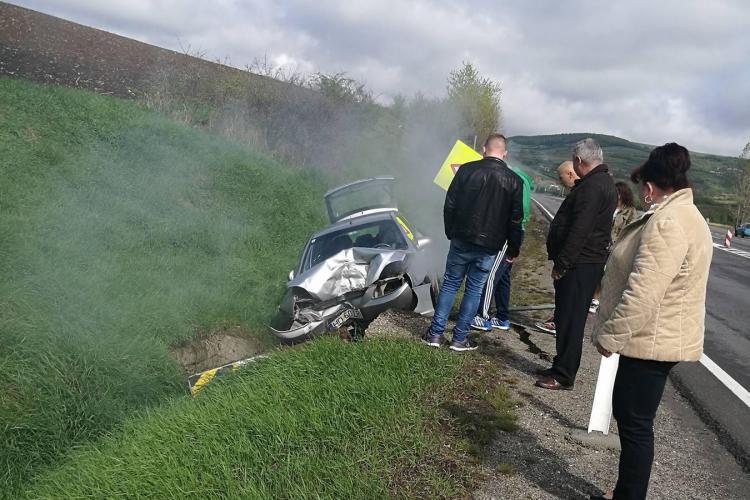Accident la intrare în Mărtinești! Șoferul a intrat într-un cap de pod - FOTO