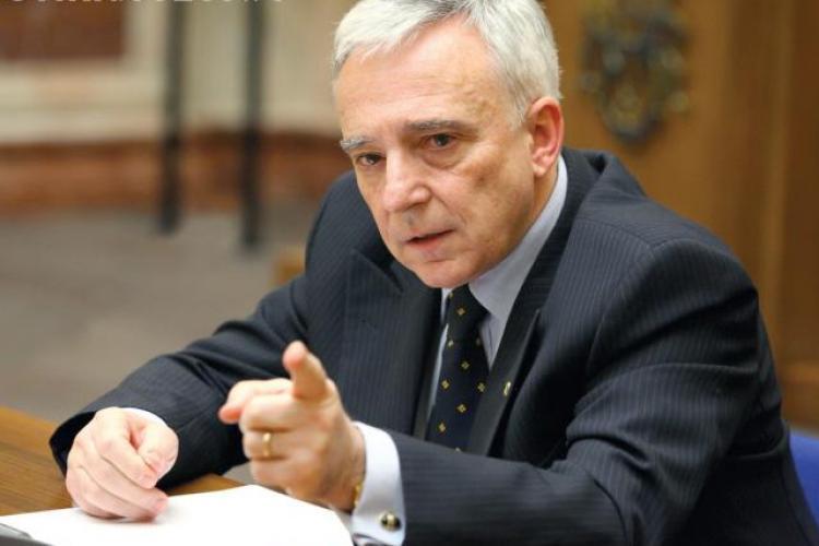 Guvernatorul BNR, Mugur Isărescu: Cei care iau un credit nu sunt robii băncilor