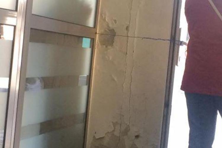 Așa arată sediul Electrica Cluj: Au legat ușa cu sârmă - FOTO