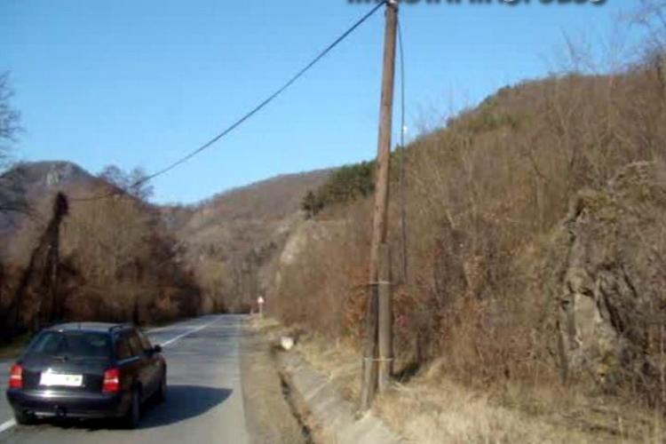 Au furat sute de metri de cabluri telefonice si acum sunt cercetati - VIDEO