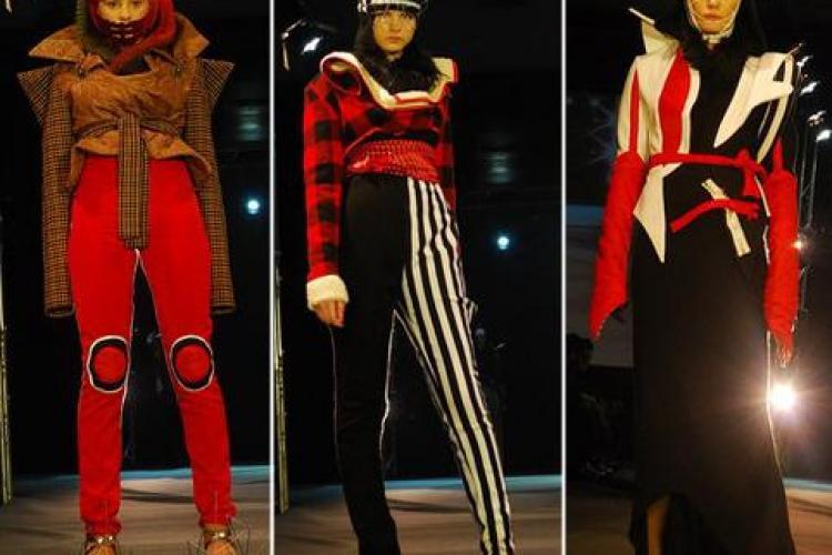 Manechinele defileaza la Cluj Fashion Week pe un podmium amenajat in  Aeroportul International