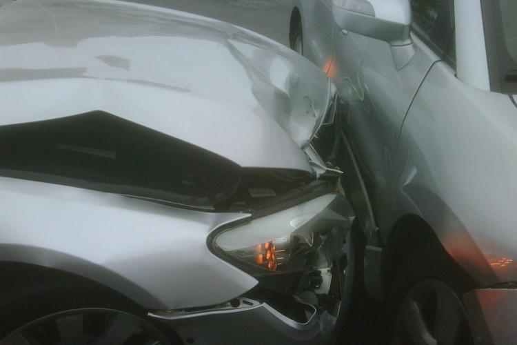 Trei raniti intr-un accident produs joi seara, pe strada Buna Ziua!