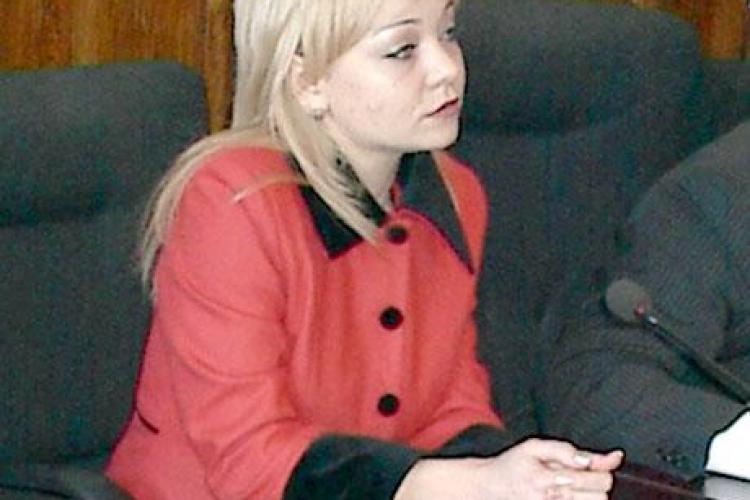 """Clujeanca Cynthia Curt, """"blonda lui Boc"""", vaneaza posturi """"grele"""" la Bucuresti"""