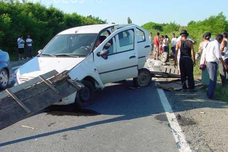 Accident grav la Tureni! Un atelaj a fost lovit in plin de un autoturism