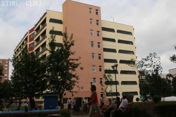 """Primaria Cluj Napoca monteaza """"tepi"""" la intrare in Parkingul din Manastur! Sunt vizati smecherii care nu tin cont de nicio regula"""