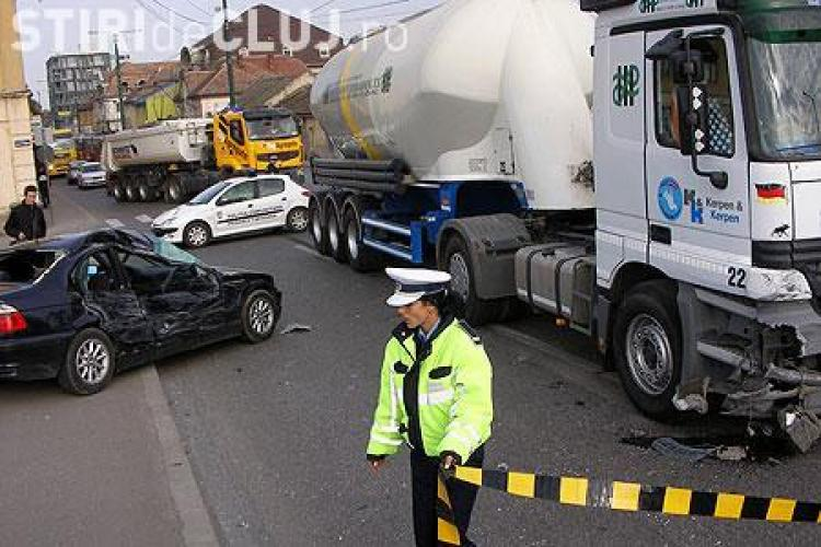 Trei masini implicate intr-un accident grav la Huedin. Patru persoane au fost ranite