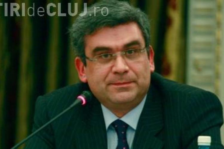 Ministrul de Externe, Teodor Baconschi, i-a indemnat pe studentii clujeni sa intre in politica