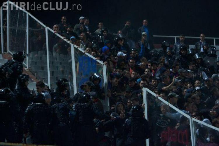 Suporterii Stelei, scosi de jandarmi in lovituri de baston de pe stadion- VIDEO
