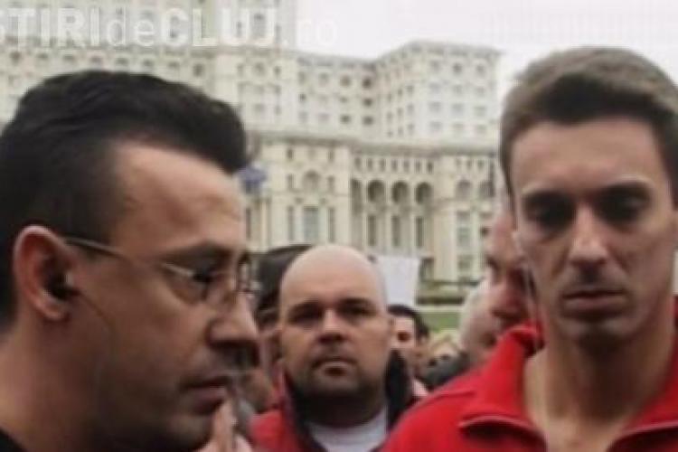 Mircea Badea si Victor Ciutacu protesteaza in fata CNA - VIDEO