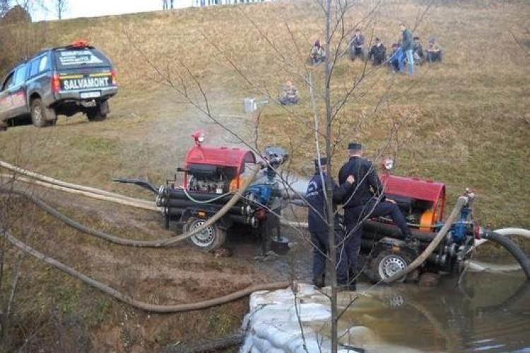 Speologii clujeni blocati in pestera Cociu au fost salvati